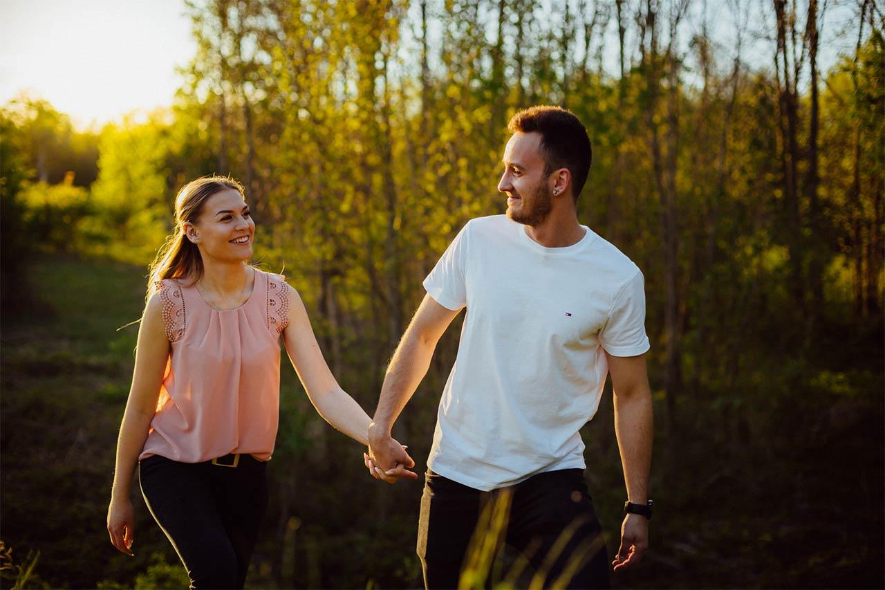 Fotos von Paaren bei Sonnenuntergang in Landau