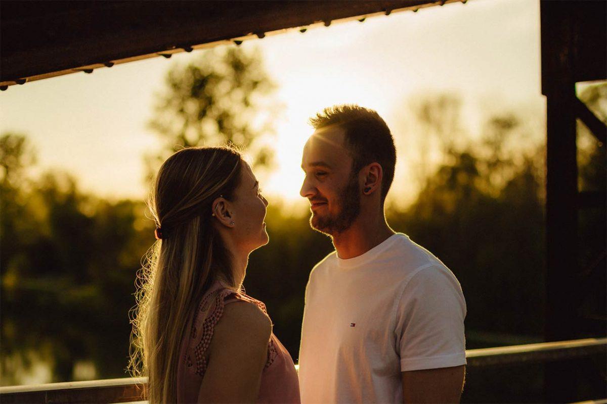 Das glückliche Paar bei einem Fotoshooting in Landau