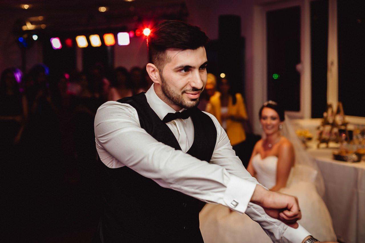 Der Bräutigam bei der Hochzeit im Hotel Darstein