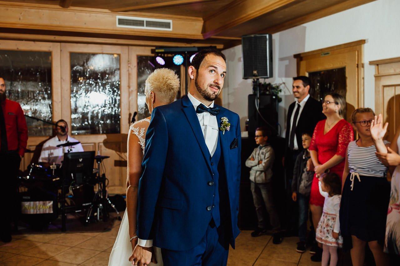 Der erste Tanz des Brautpaares im Gasthaus am See