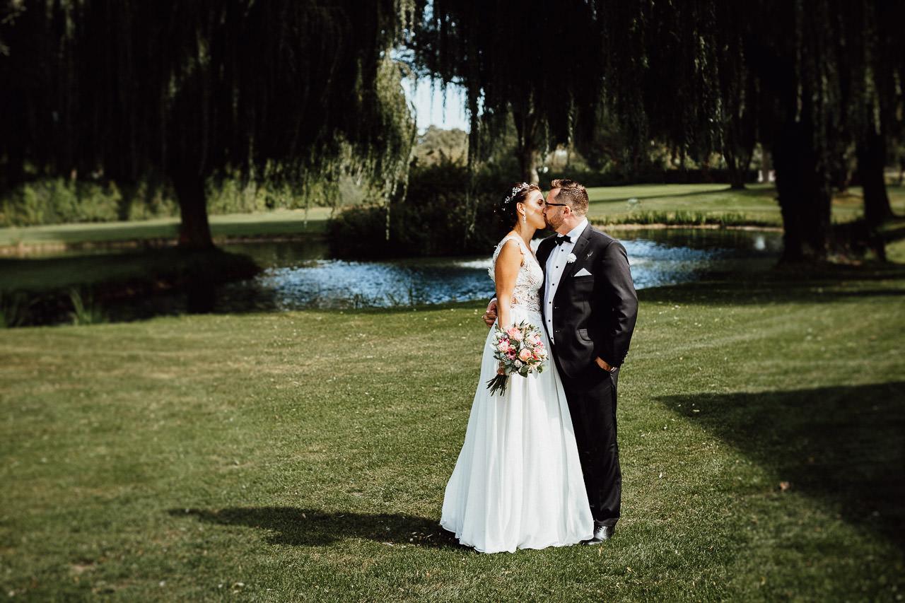 Hochzeitsfotoshooting eines Paares auf dem Golfplatz in Ingolstadt
