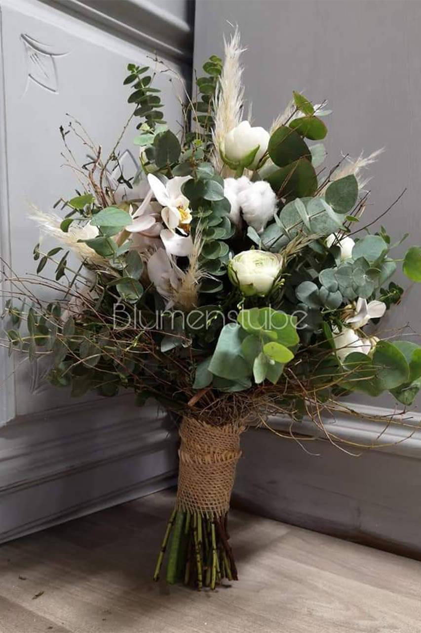 Hochzeitsstrauß aus weißen und grünen Blumen von der Blumenstube Strasskirchen
