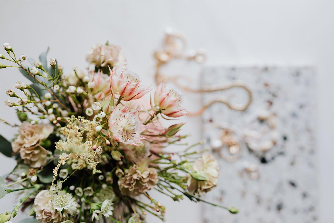 Blumenschmuck für die Hochzeit während der Covid-19 Pandemie