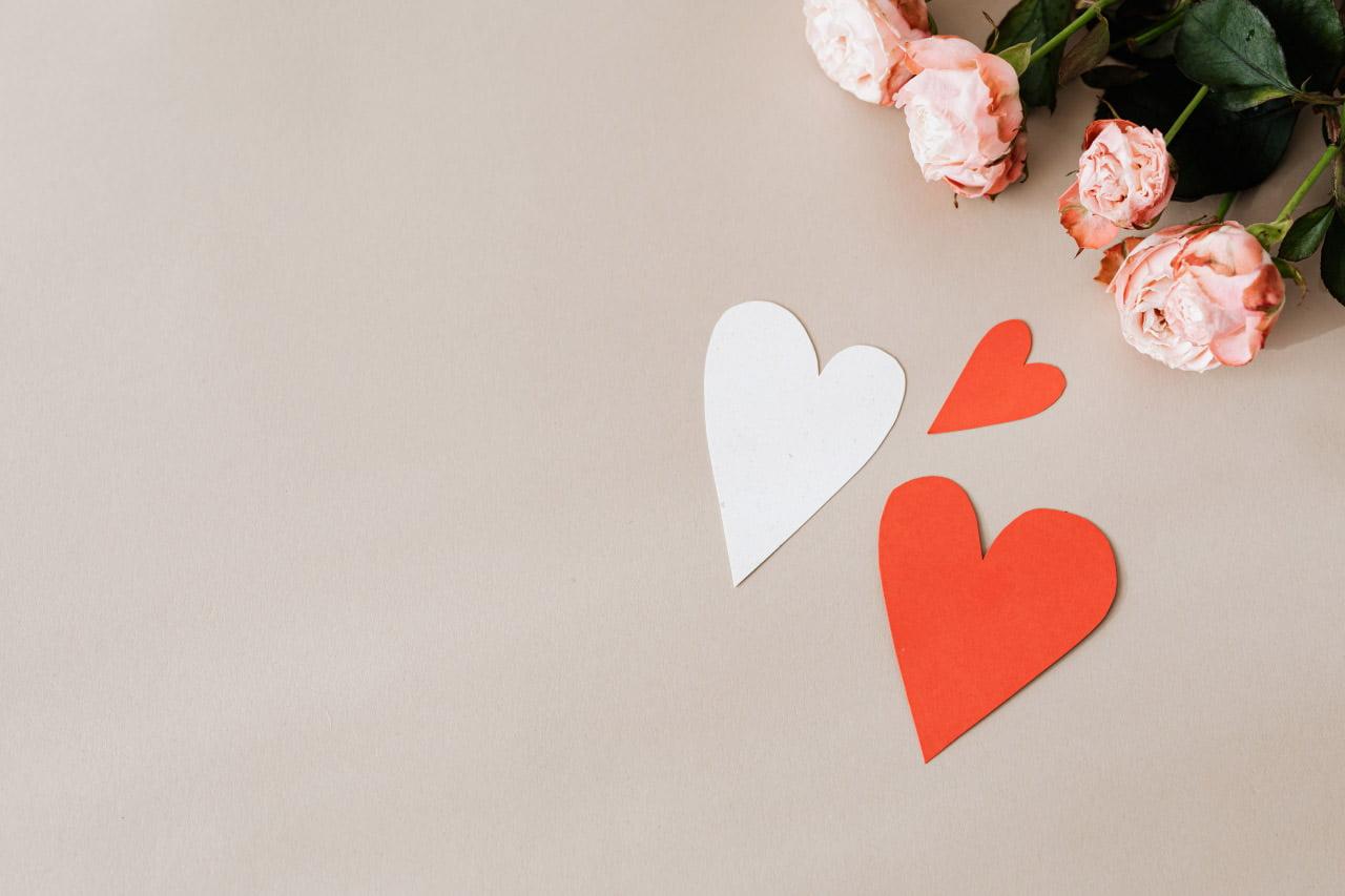 Papier Herzen und Rosen