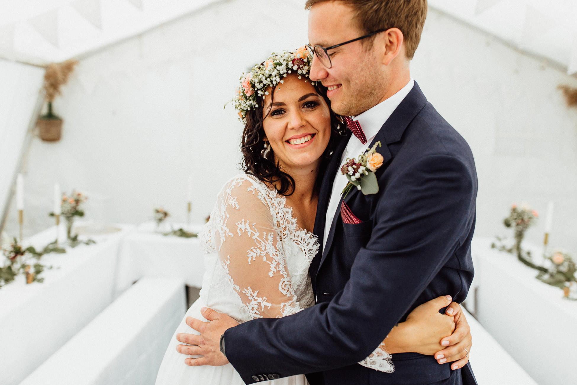 Boho Hochzeit Brautpaar Im Zelt München