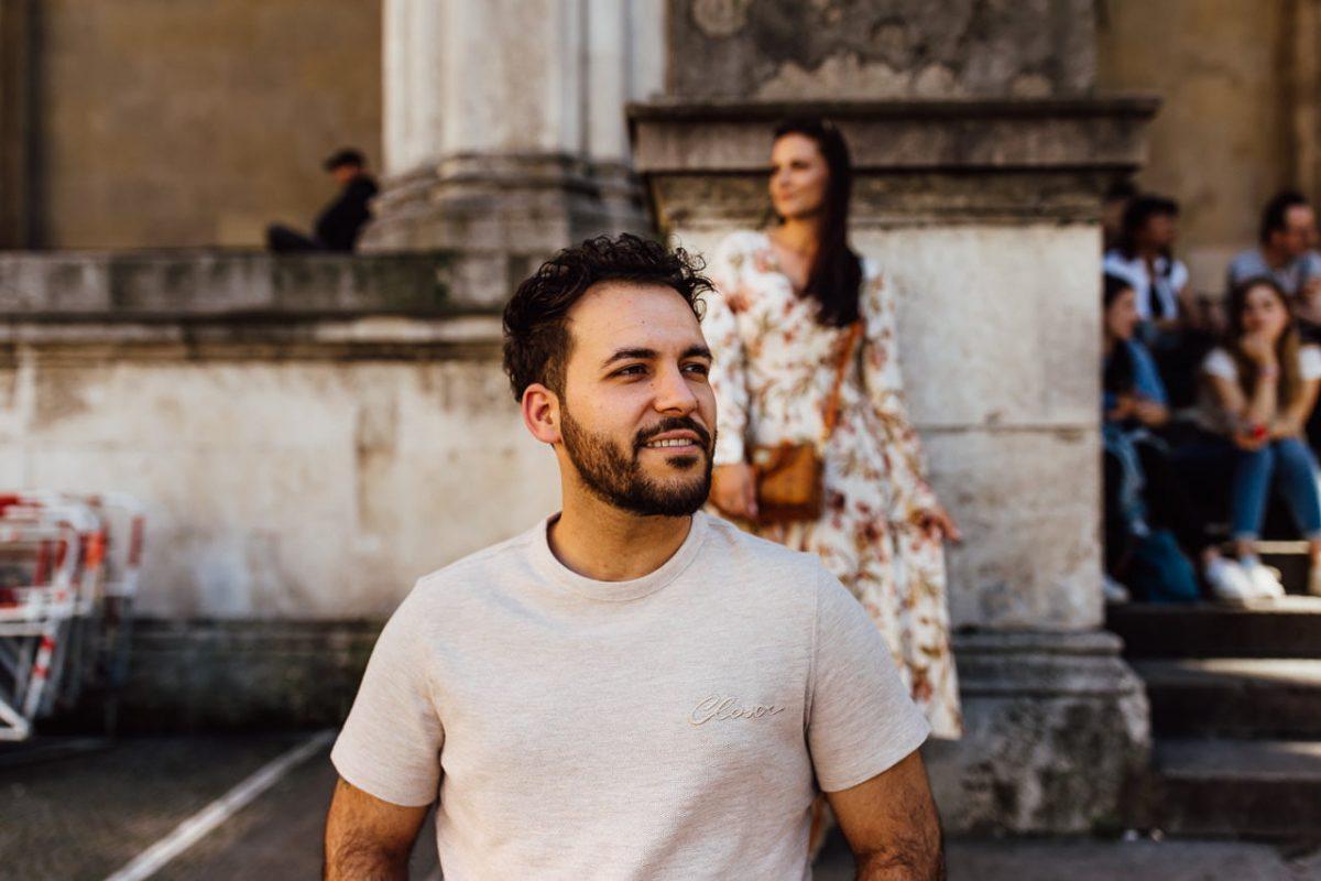 Das Paar bei einem Fotoshooting in der Münchner Feldherrnhalle