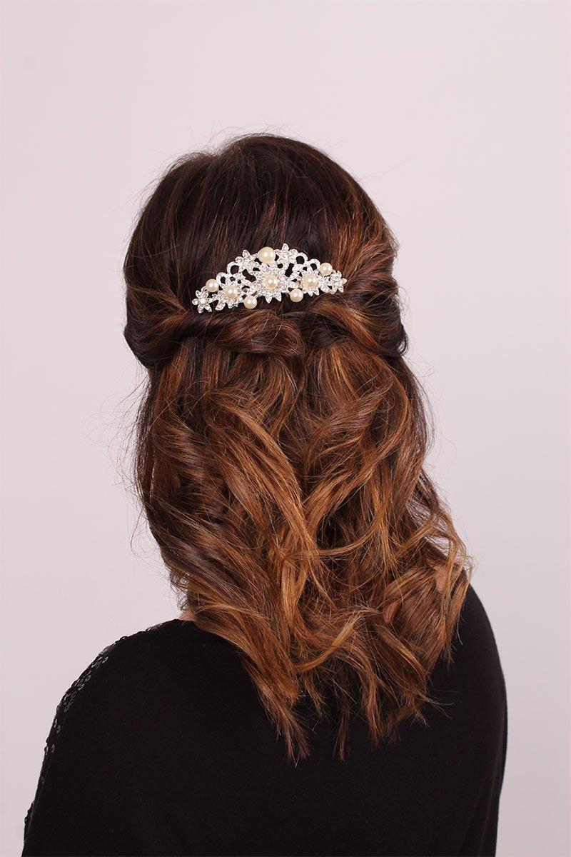 Die langen Haare der Braut.