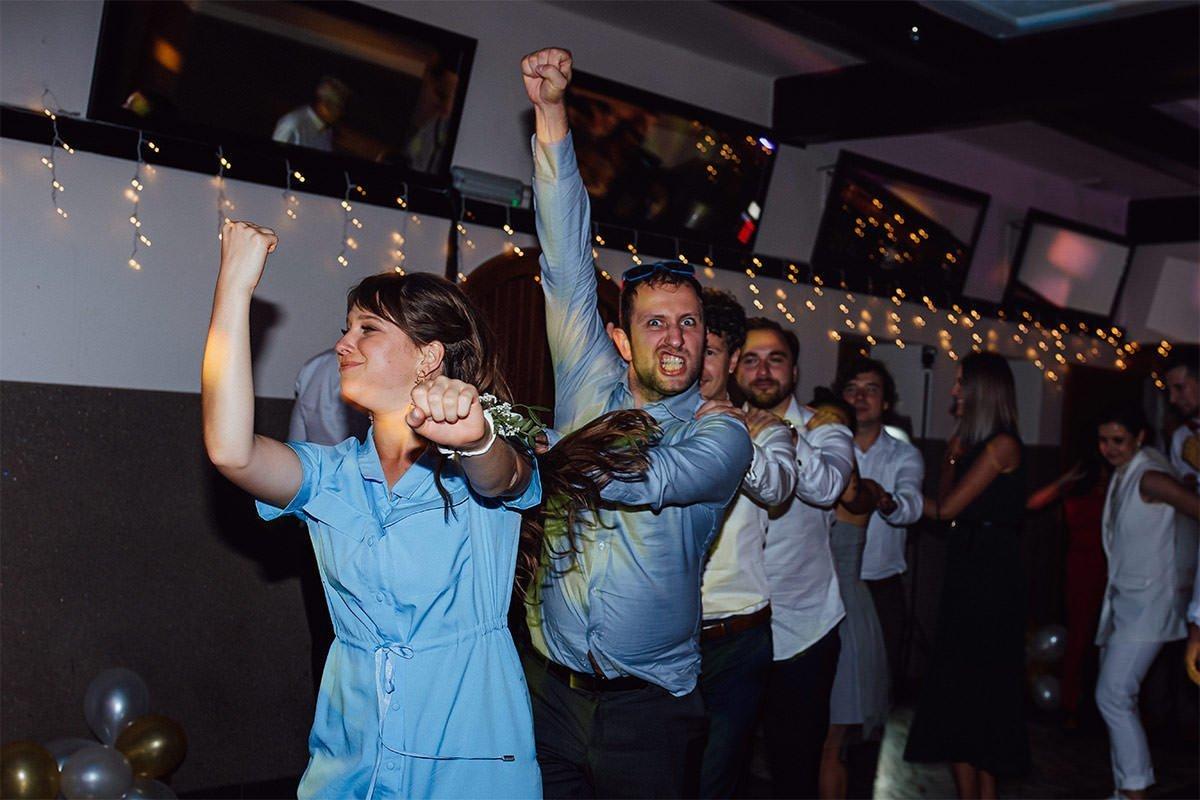 Der beliebteste Spaß bei einer Hochzeit in Polen ist die Schleppe.
